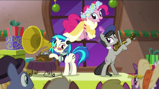 1153990__safe_pinkiepie_screencap_vinylscratch_octaviamelody_djpon-dash-3_discoveryfamilylogo_spoiler-colon-s06e08_ahearthswarmingtail_violin